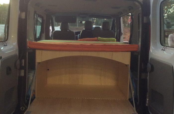 campinbox-Voyageur rehaussée dans un Trafic avec banquette arrière-2