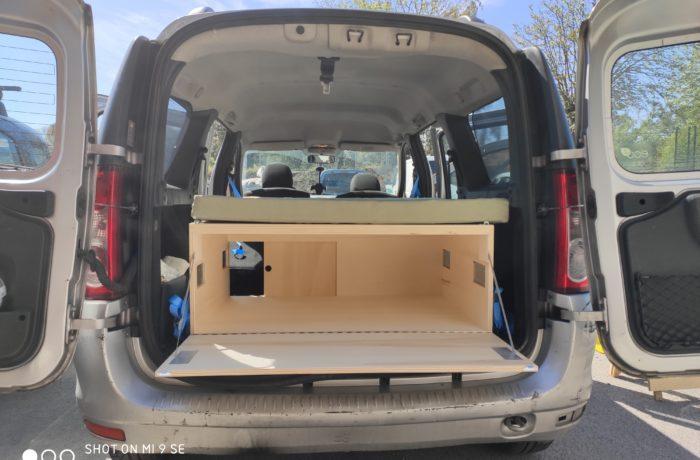 campinbox-modèle Voyageur dans un Logan MCV-2